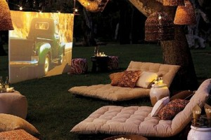 Een romantische filmavond met een gehuurde beamer.